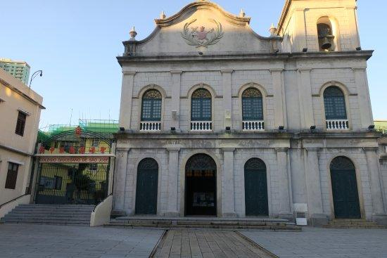 St. Lazarus Church : 正面入口