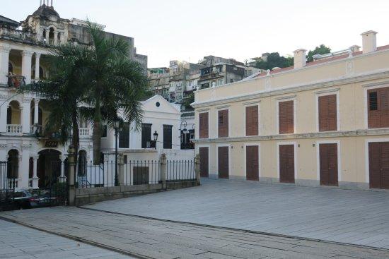 St. Lazarus Church : 正面向かって左側