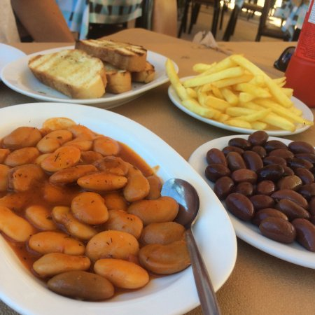 Medousa Restaurant : Starters: beans in tomato sauce and silk, olives, fries and bread