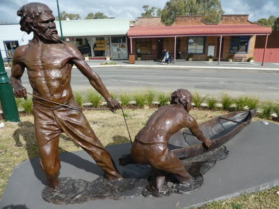 Gundagai, Australia: Yarri and Jacky Jacky Sculpture