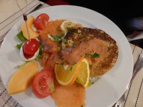 Saint-Jean-de-Daye, France: blini et saumon