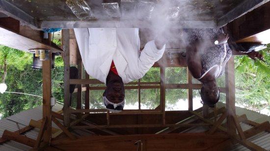 Cousins Cove, Giamaica: Steam Roast Yaard