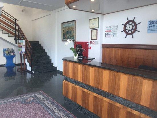Ufficio Turistico A Napoli : Case appartamenti negozi uffici uso commerciale in affitto san