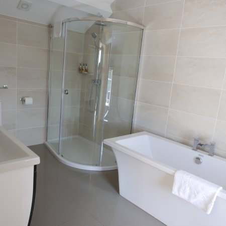 Gulworthy, UK: Tub and shower