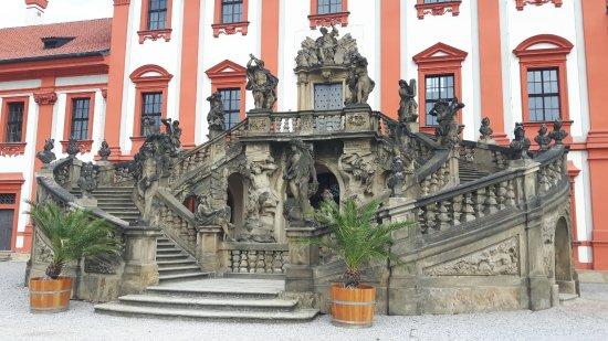 Zámek Troja: Balkontrap naar de tuin