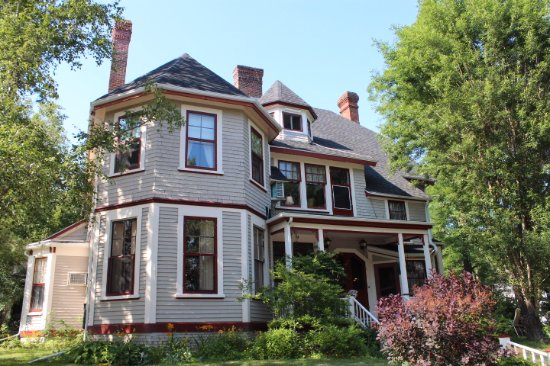 Elmwood Heritage Inn: Beautiful home with charm and character!