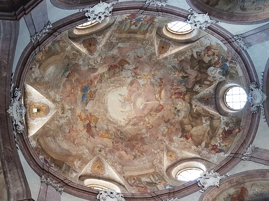 Kromeriz, Tjekkiet: Kostel Sv. Jana Krtitele Se Sochou Sv. Jana Nepomuckeho
