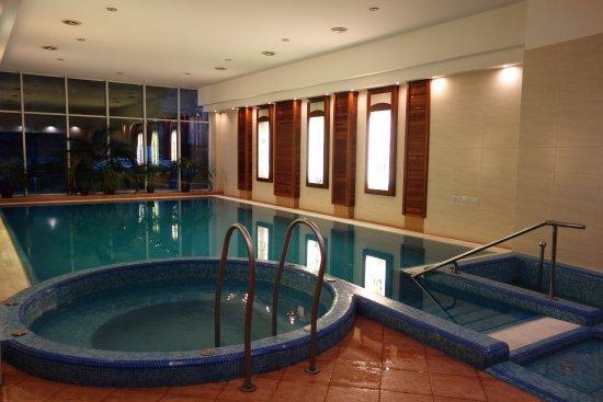 Lion's Garden Hotel: Pool area