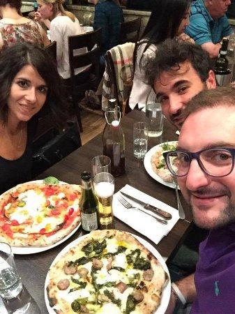 Donna Margherita Ristorante & Pizzeria: Pizza Salsiccia & friarielli, Pizza Don Roberto