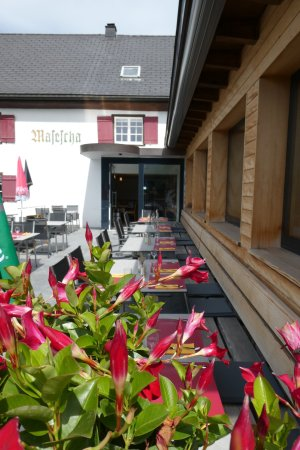 Triesenberg, Liechtenstein: Flowers, sun, nature and a great place to enjoy.