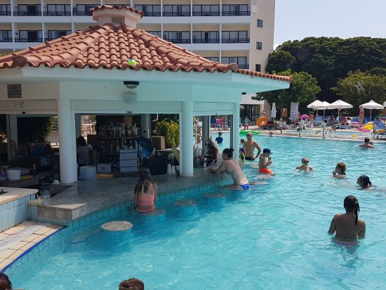 Avanti Hotel: Pool Bar Hotel Avanti 04-08-17_large.jpg