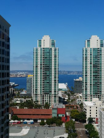 Renaissance San Diego Downtown Hotel: View towards the harbor from 19th floor.