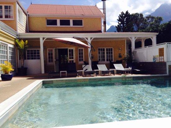 Hôtel Le Cilaos : Vue de la piscine c'est juste époustouflant