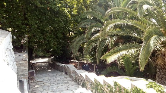 Kardiani, Greece: Προς τα κάτω... Down the stairs...