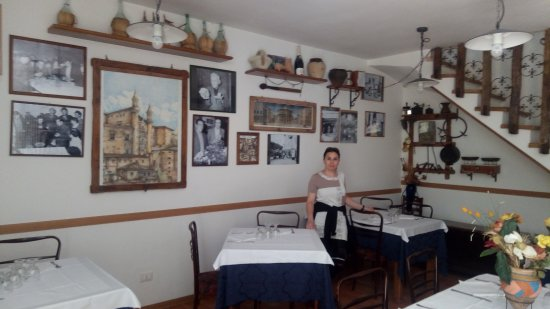Sala da pranzo - Picture of Country House Ca\' Vernaccia, Urbino ...