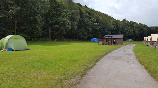 Hayfield, UK: Non electric hook up field with backpackers hut