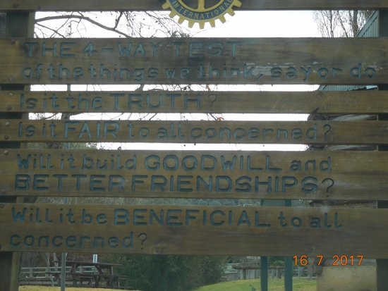 Myrtleford, Australien: Inspirational sign also, was a nice touch..