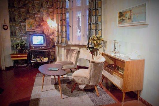 the story of berlin ein typisches west wohnzimmer - Wohnzimmer Berlin