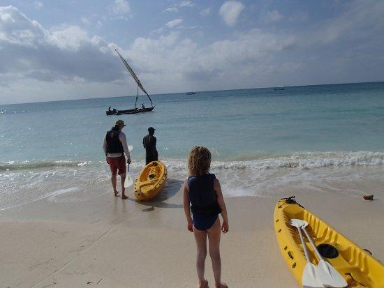 Kinondo Kwetu : Kayak out from the beach