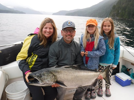 Campbell River, Canadá: A 38-pound Chinook caught by Jason!