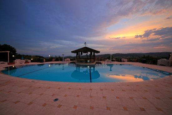 Sporting hotel san felice pensione illasi italia - Piscina g conti verona ...
