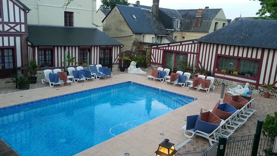 Hotel l'Ecrin: The pool area