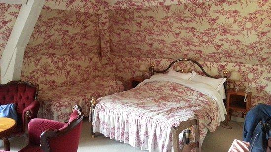 Hotel l'Ecrin: Our attic bedroom