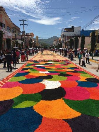 Oaxaca, Mexico: En Huajuapan, el 24 julio se realiza una procesión en honor al Señor de los Corazones, donde se