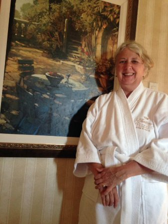 Chateau Vaudreuil : King Luxury Room on the 6th Floor with Robes