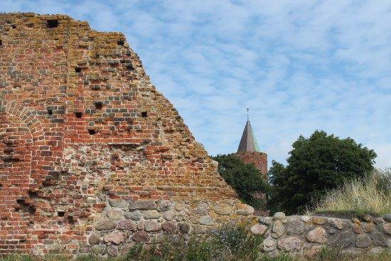 Vordingborg, Denmark: Gåsetårnet og en del af borgmuren.