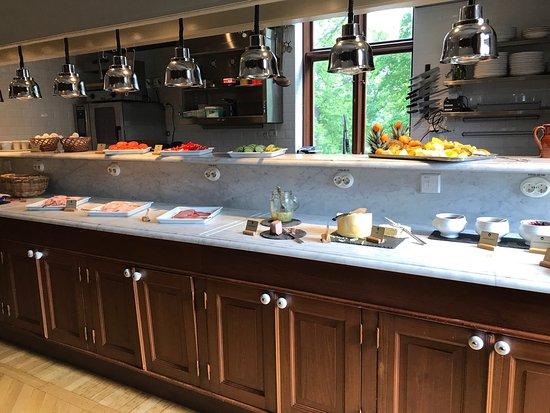 Gnesta, Suécia: Rummen slitna, frukostbuffé mager i utbud och trist. Inga spa-produkter, DYRT!