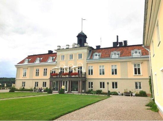 Gnesta, Szwecja: Rummen slitna, frukostbuffé mager i utbud och trist. Inga spa-produkter, DYRT!