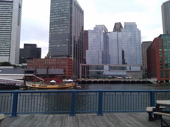 Seaport Boston Hotel: view of Boston from the Seaport