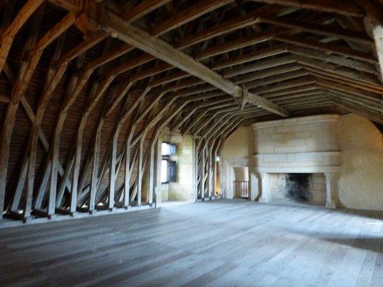 Chateau de Puyguilhem: une salle