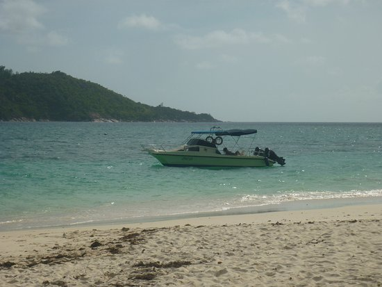 Nevis Ernesta La Digue Boat Excursions: Nevis Boot
