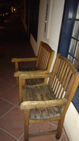 The Mission Inn Hotel and Spa: If these chairs were properly maintained they would be beautiful. Loved sitting here relaxing.