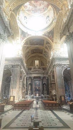 Алтарь Chiesa del Gesu e dei Santi Ambrogio e Andrea
