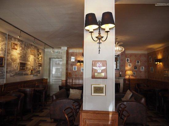 La Chartre-sur-le-Loir, فرنسا: The Bar decoration
