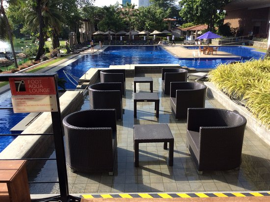 Cinnamon Lakeside Colombo: Aqua foot Lounge