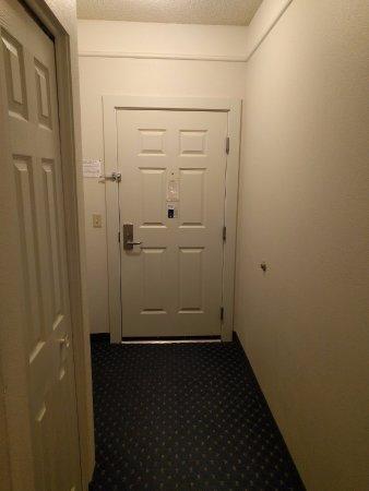 Lexington Inn & Suites Billings: Door