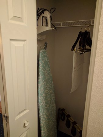 Lexington Inn & Suites Billings: Clothes
