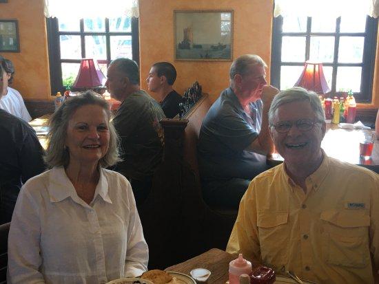 Spokane Valley, WA: Enjoying our breakfast