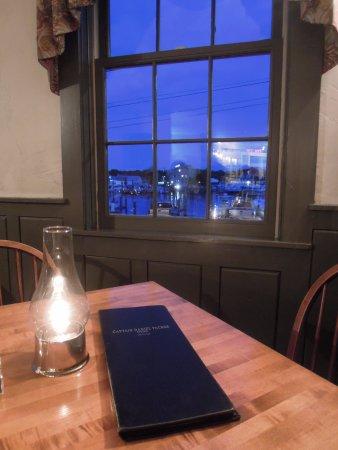 Captain Daniel Packer Inne Restaurant and Pub: Restaurant Interior & View