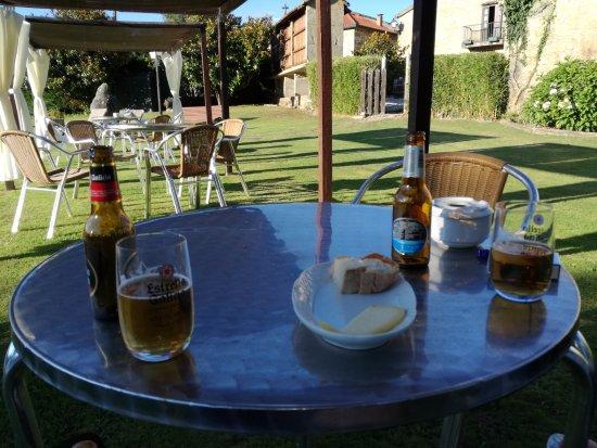 Casa alda Gasamans: Un rico aperitivo en el jardín