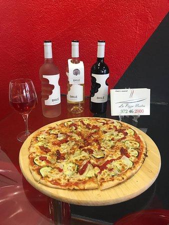 Cassa de la Selva, Spagna: Pizzas artesanas de buena calidad. Muy buen trato y muy amable, las pizzas se hacen delante tuyo