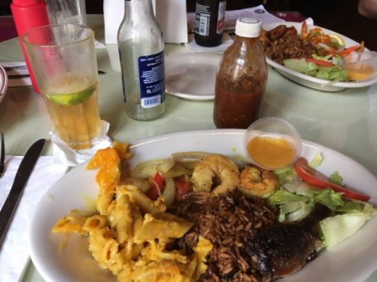 Cuzzin's Caribbean Restaurant and Bar: My lunch! The flavors were incredible.
