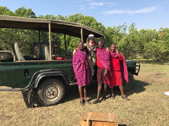 Enkerende Tented Camp: Mi mujer y Masais con Vehículo de Safari