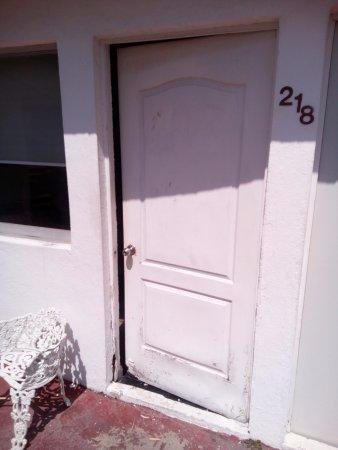 Hotel Chachalacas: Estado de la puerta!