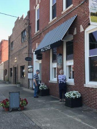 Metropolis, IL: Walk up Restaurant