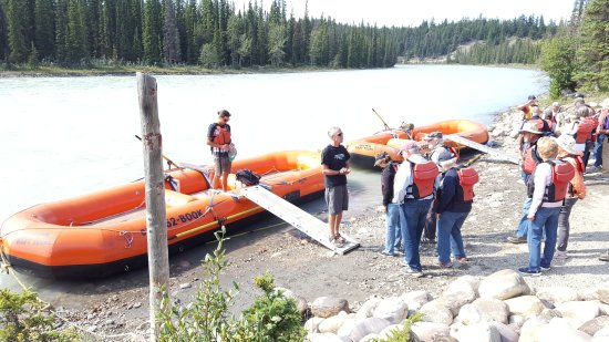 Jasper Raft Tours: Boarding the raft